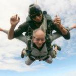 idoso-pulando-de-paraquedas-portal-amigo-idoso